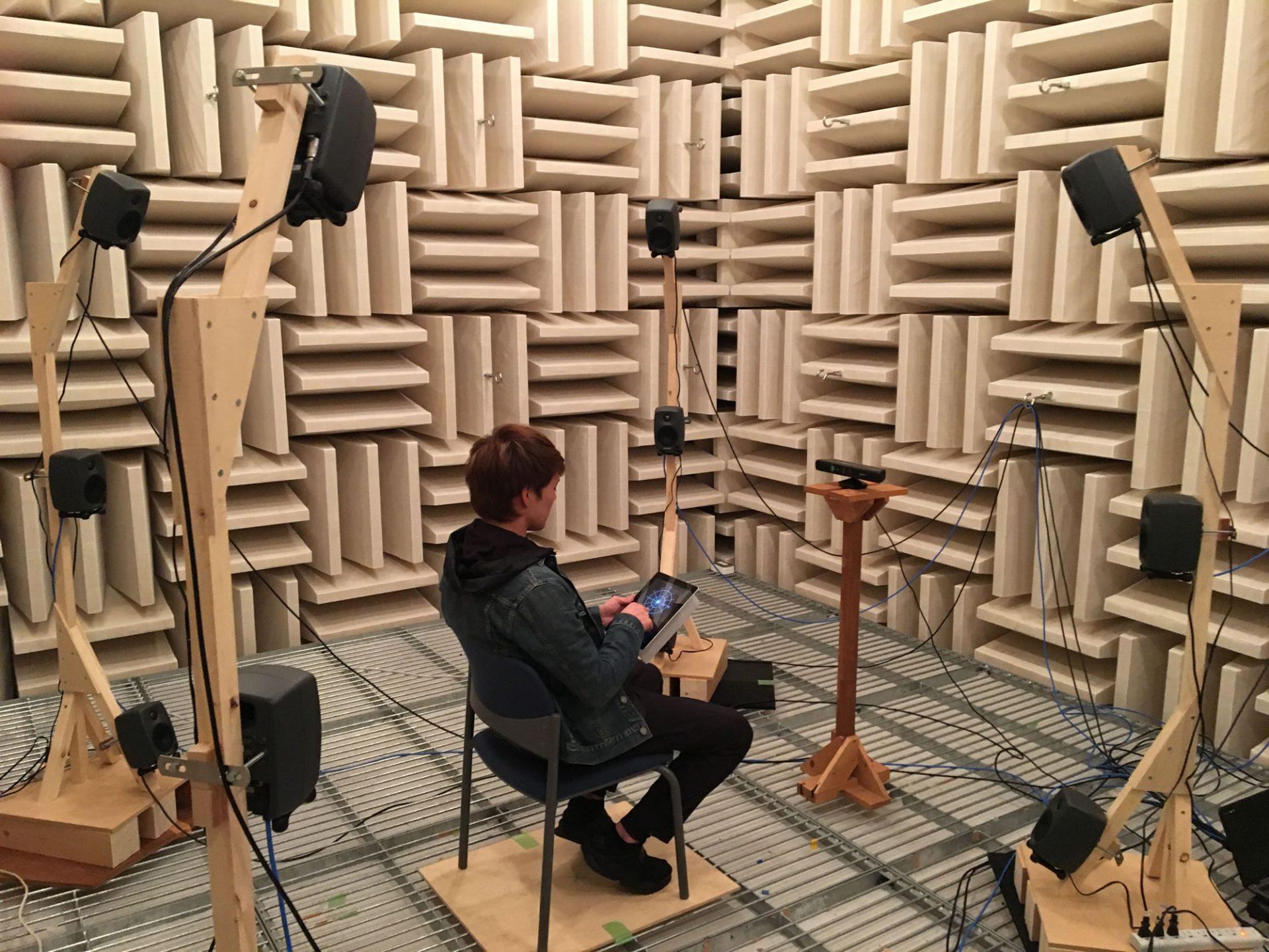 """建築の音環境をどのように評価するかは1つの課題であり、これによって音響設計のあり方も大きく変わってきます。設計段階でその建築の音環境を体感可能にする、""""音環境の可聴化""""について紹介します。"""